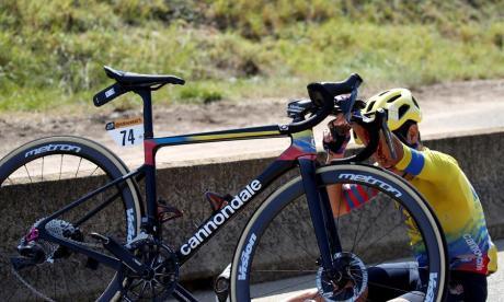 Sergio Higuita abandona el Tour de Francia tras sufrir una doble caída