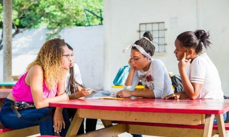Lanzan programa gratuito de apoyo para adolescentes en Bolívar