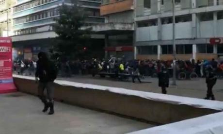 Vándalos lanzan piedras a Policías en Plaza de Bolívar