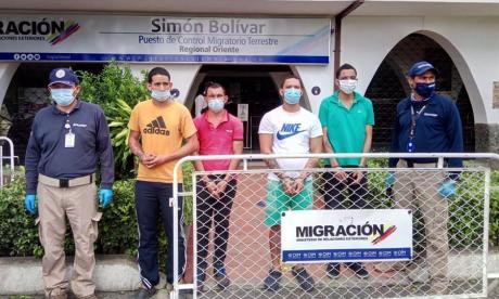 Migración expulsa a cuatro hombres que se fugaron de una cárcel en Venezuela