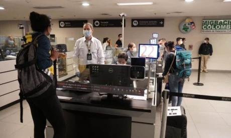 Investigan cómo ingresaron a Colombia tres ciudadanos contagiados de Covid
