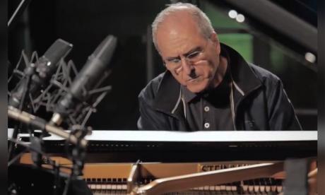 El pianista Enrico Pieranunzi durante el evento virtual.