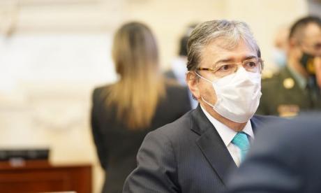"""Mindefensa pide disculpas en debate de """"moción de censura"""""""