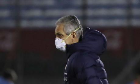 El colombiano Reinaldo Rueda durante el juego entre Uruguay y Chile.
