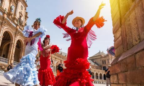 Mujeres bailan flamenco en Sevilla, España. Este género musical será protagonista en la Cátedra Europa.