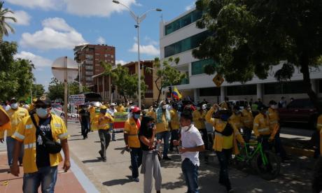 Sindicatos marchan en Riohacha