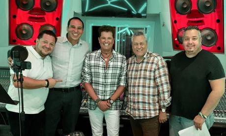 En video | Vives se suma al homenaje a la Billo's con 'Tres perlas'