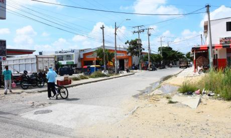 Mujer fue lanzada de un bus en tránsito durante un atraco