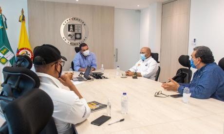 Reunión del gobernador de La Guajira con los miembros de Sintracarbón.