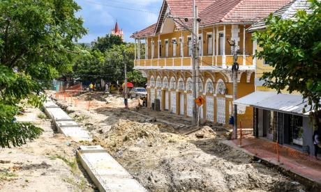Aspecto de la ejecución de la obra en la plaza del municipio.