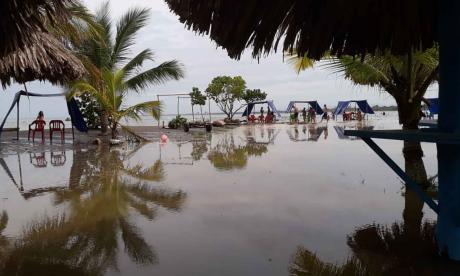 Las alertas tempranas siguen activas en Coveñas por fuerte oleaje