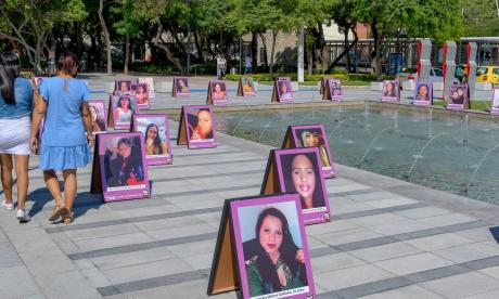 Emotivo acto de memoria en contra del feminicidio
