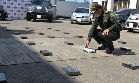 Incautan 67 'panelas' de cocaína del Clan del Golfo