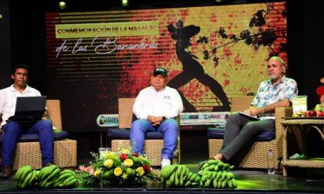 Con 2 actos separados conmemoran 92 años de masacre de las bananeras