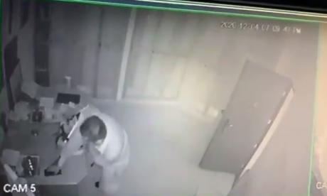 Hombre roba dentro de la parroquia Espíritu Santo en plena misa
