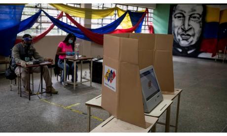 Venezuela votó a cuentagotas en unos cuestionados comicios