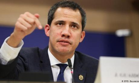 Guaidó alaba vacunación en Colombia pese a excluir a venezolanos irregulares