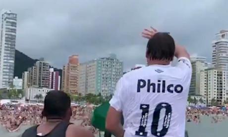 Primera polémica de Bolsonaro en 2021: causó aglomeraciones en una playa