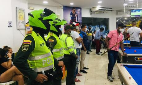 Vista de uno de los operativos realizados en un billar del centro de Barranquilla.