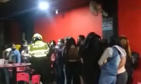 Migración expulsará a 65 venezolanos sorprendidos en rumba en Bogotá