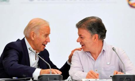 Santos, Uribe y Timochenko se pronuncian por posesión de Biden