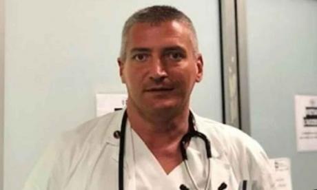 Acusan a médico de matar a pacientes con covid para liberar camas en hospital