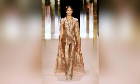 La alta costura se  renueva en París
