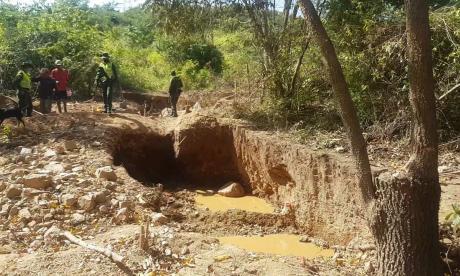 Los policías llegaron de manera sigilosa y sorprendieron a los mineros en plena faena.