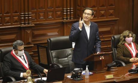 Polémica en Perú tras conocer que Vizcarra recibió vacuna siendo presidente