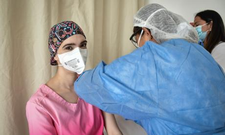 La médica Maibeth Buelvas fue vacunada en el día de su cumpleaños.