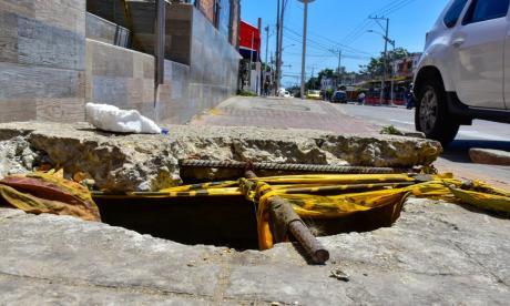 Barranquilleros reportan otros manjoles destapados