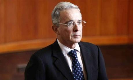 Álvaro Uribe responde a directivos de Twitter luego de que eliminaran su trino