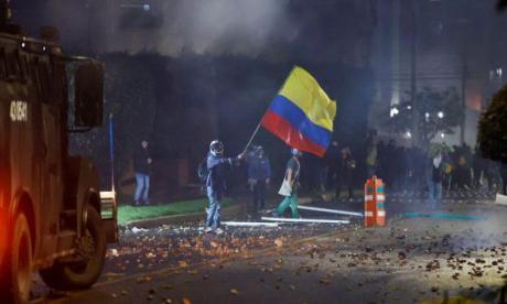 EE. UU. insta a fuerzas del orden en Colombia evitar más muertes