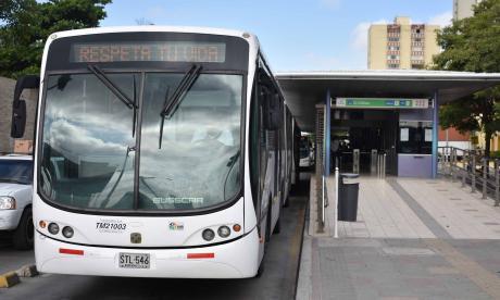 Transmetro suspende  servicios por marchas