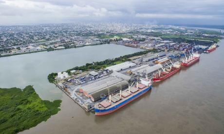 Zona portuaria de Barranquilla recibe carga de Buenaventura