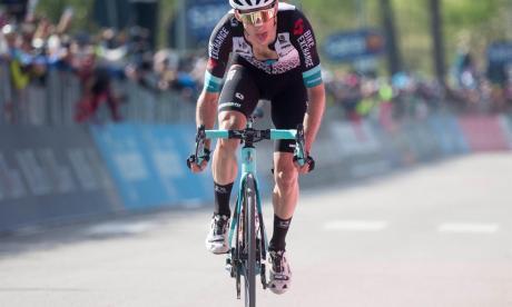 Yates gana la etapa 19 del Giro de Italia y Egan Bernal sigue líder