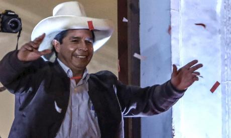 Castillo asume rol de presidente electo de Perú pese a falta de proclamación