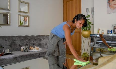 Trabajo en el hogar: 8 horas diarias no remuneradas y con consecuencias para la mujer