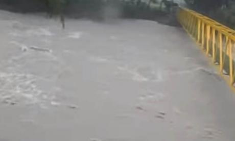 Tragedia familiar: creciente de río arrastró a tres personas en el Meta