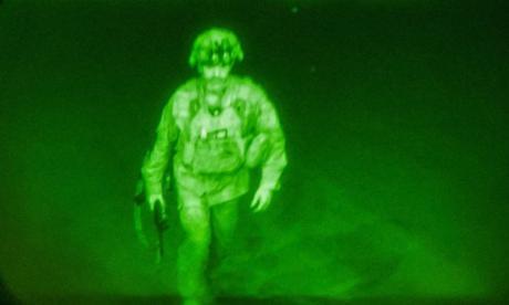 Imagen viral del último soldado de EE. UU. en salir de Afganistán
