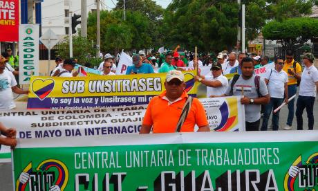 Trabajadores guajiros marchan en Riohacha