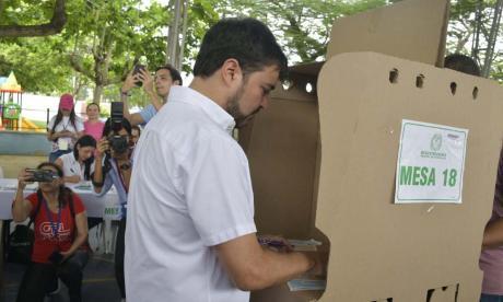 Candidatos y políticos ejercen su derecho al voto en estas elecciones 2019