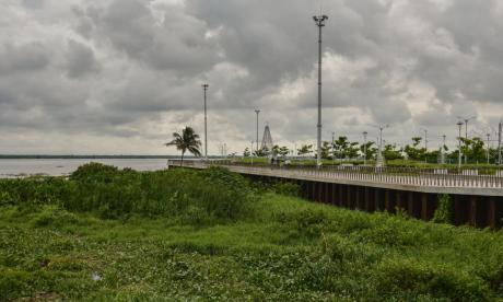 Palizada y tarulla opaca el Río en el Malecón