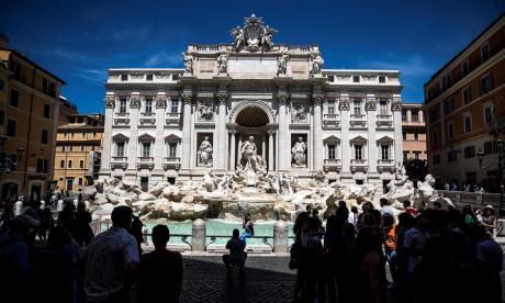 Italia reactiva el turismo en la fuente de Trevi