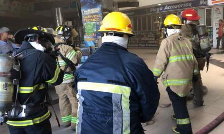 """Vamos a investigar si pudo existir algún problema eléctrico"": Bomberos sobre incendio en Parque Central"
