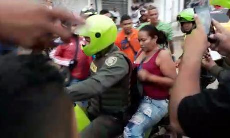 La mujer capturada por las autoridades.