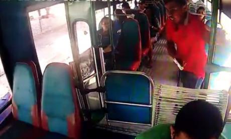 Cámara registra atraco en bus de Sobusa