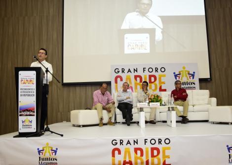 (De izq. a der.) Carlos Caicedo, Orlando De la Hoz, quien dio la bienvenida al encuentro, Antonio Navarro, Horacio Brieva, quien moderó el encuentro y Nicanor Flórez, durante el desarrollo del Foro Caribe.