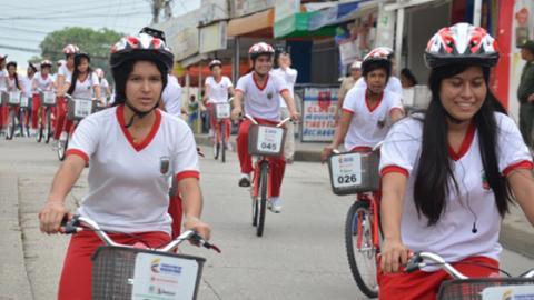 Las bicicletas son prestadas para que los usuarios puedan transportarse.