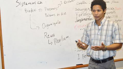 Larry Jiménez, profesor